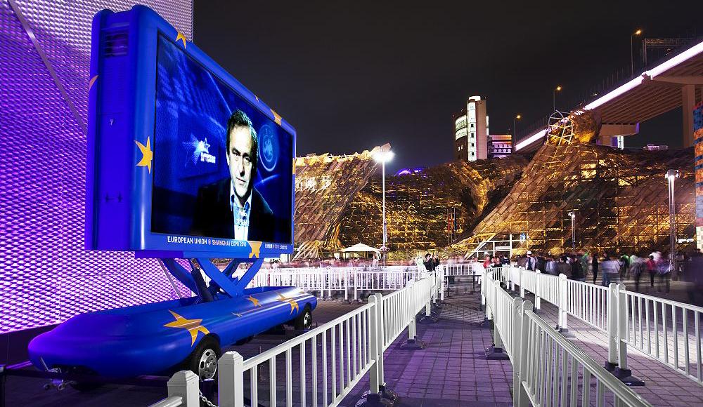服务世博 —— LED广告车在世博会的新探索